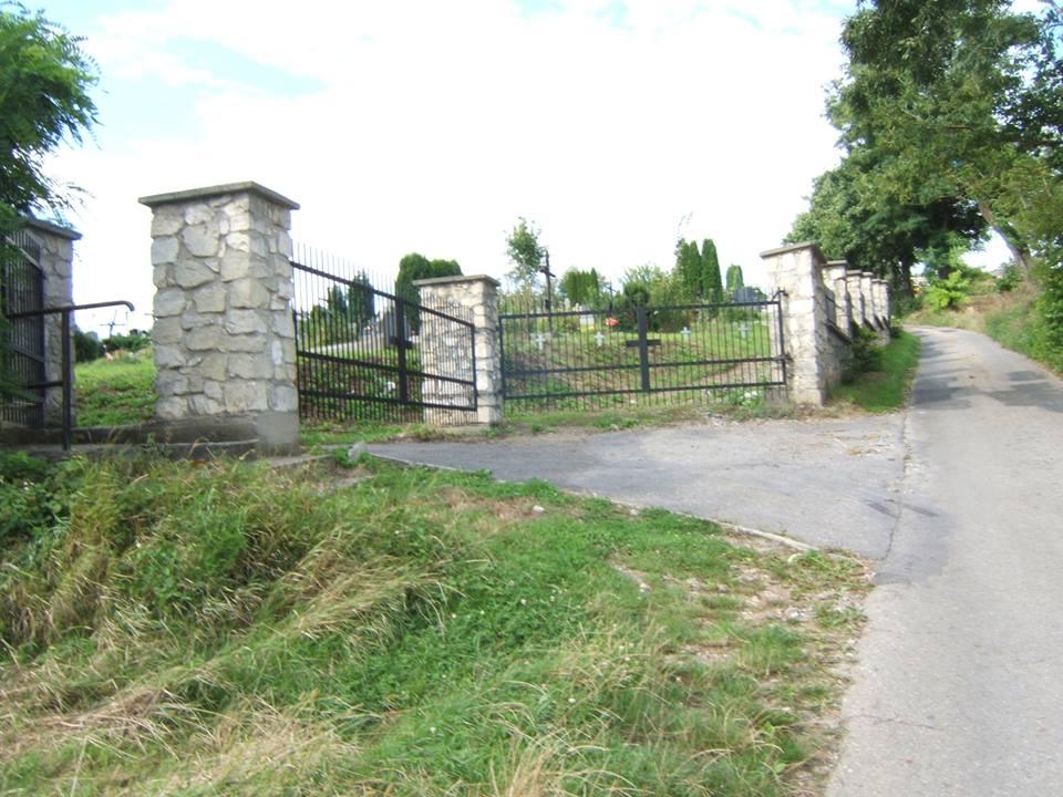 brama cm w Konuuszy od st Łyszkowic