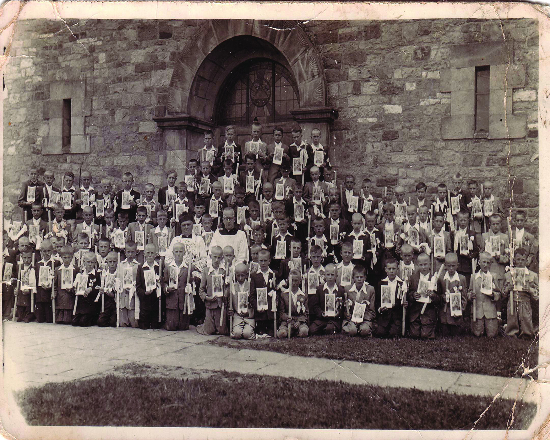 zdjecie komunijne  -chłopcy par Łopuszno ok 1951